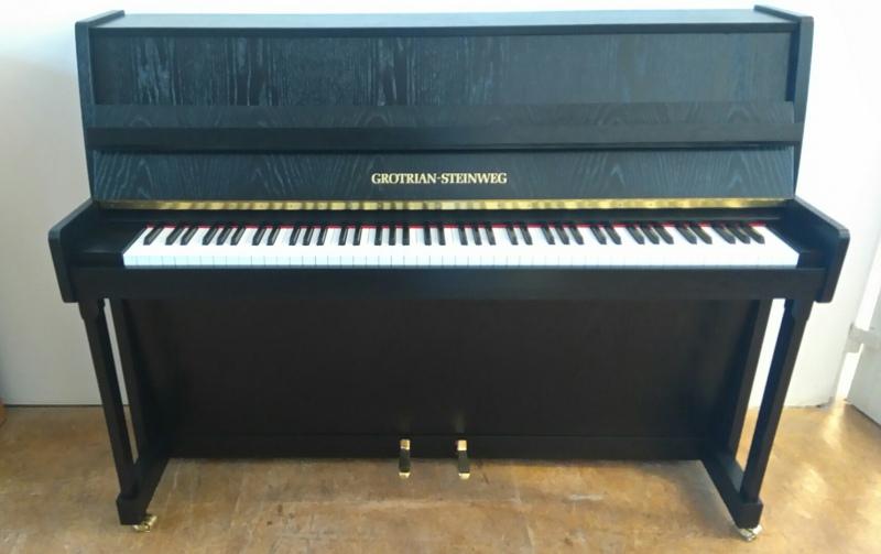 grotrian steinweg model 110 schwarz satiniert klavier. Black Bedroom Furniture Sets. Home Design Ideas